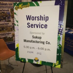 Sukup Manufacturing Co sponsored the Commodity Classic worship service led by FCFI.